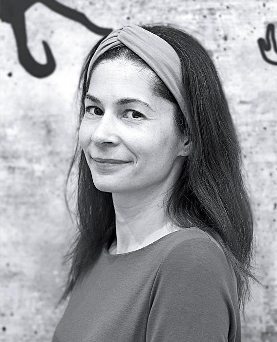Lea Keeler, Online Specialist